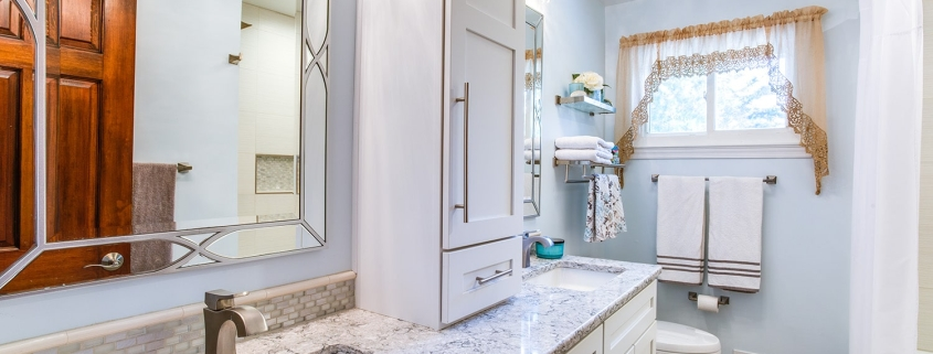 Hall bathroom remodel, Springfield, VA with Crystal cabinets with Meadowland door style