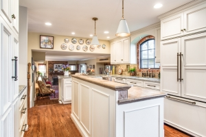 Alexandria, VA kitchen remodeling featuring Crystal Keyline cabinets and granite countertops
