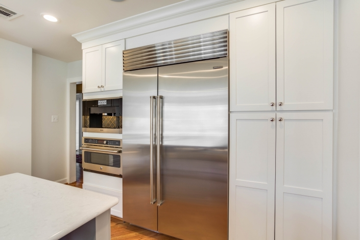 Custom kitchen remodel, Arlington, VA with waypoint modern cabinetry in Painted linen and Top Knobs chrome hardware