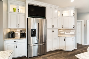 Springfield, VA custom kitchen remodel with Jim Bishop cabinets with Bar Harbor door style and Top Knob pulls