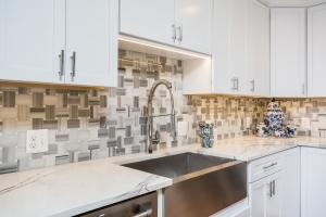 Kitchen Remodeling, Vienna, VA with Jim Bishop cabinets, Skyfall Basketweave Maze mosaic tile backsplash