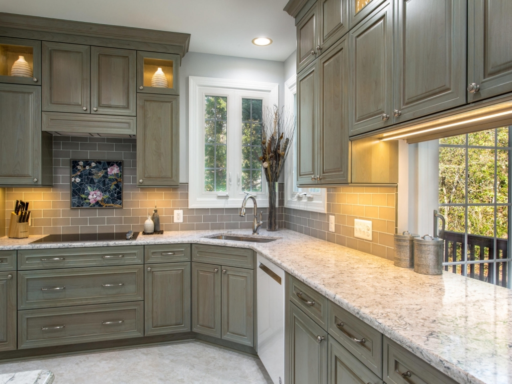 Springfield Kitchen Remodel with Delta Leland faucet and Silestone countertops