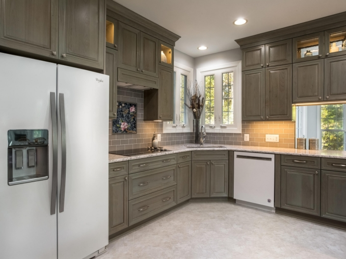 Springfield Kitchen Remodel with Crystal Encore cabinets, Top Knobs hardware and DuraCeramic flooring