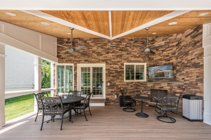 Springfield outdoor patio with vaulted ceiling and seating area