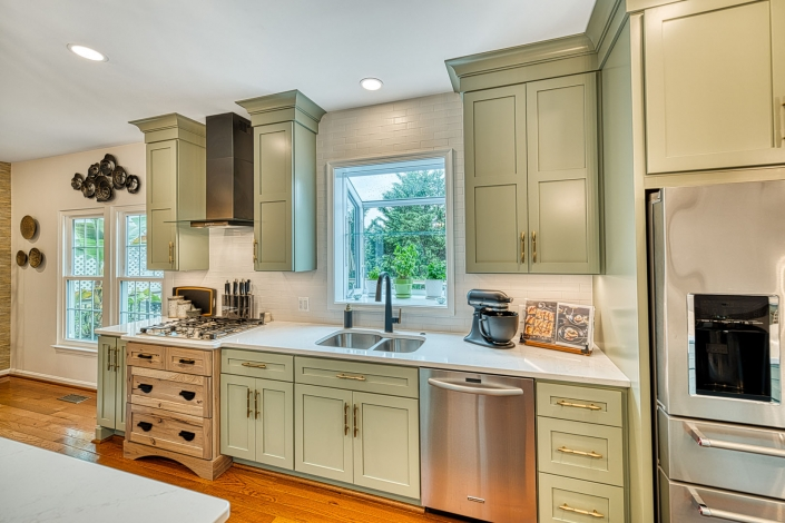 Gainesville Rustic kitchen remodel with bay window and custom stovetop cabinet